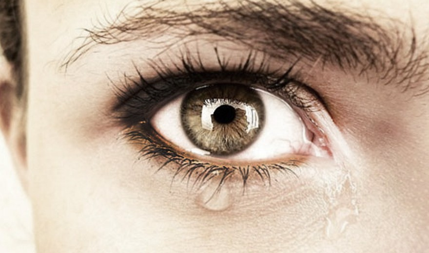 Vídeo: O que fazer quando os olhos lacrimejam sem parar?