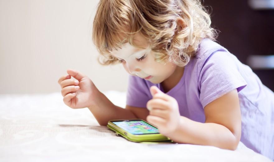 Vídeo: Nova lente controla miopia em crianças